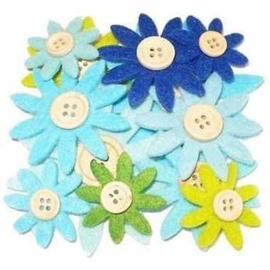12 stuks gekleurde hobby bloemen grijs/groen/blauw van vilt met houte