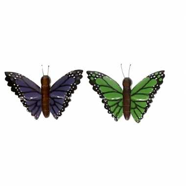 2 stuks houten koelkast magneetjes in de vorm van een groene en paarse vlinder