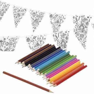 Verjaardag slinger/vlaggenlijn om in te kleuren met potloden voor kin