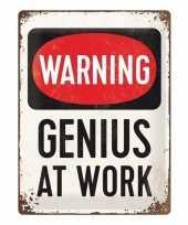 Witte magneet met warning genius at work